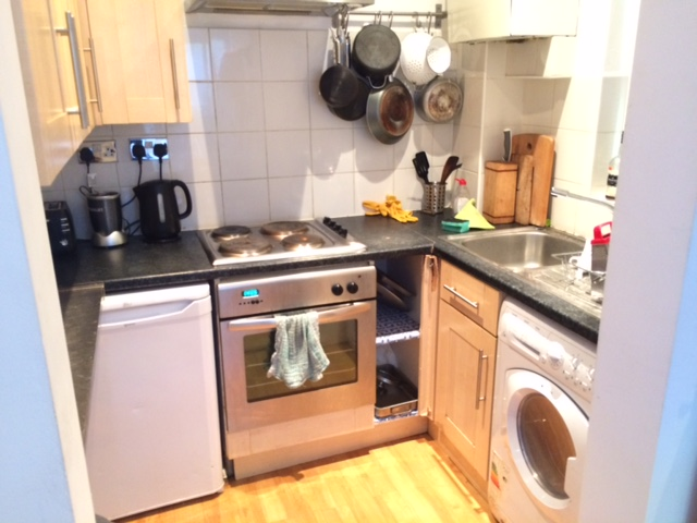 2 Bedrooms Flat in Morpeth Road, Victoria Park E9 7LD