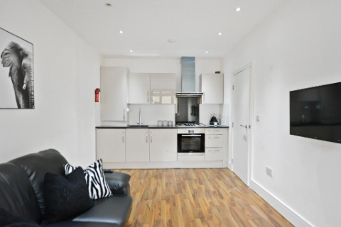 1 Bedroom Apartment in Cambridge Heath Road , Bethnal Green E1 5QH