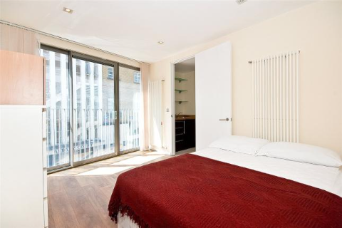 3 Bedrooms Apartment in Plumbers Row, Aldgate E1 1EP