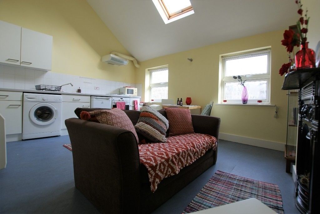Studio Apartment Flat in Whites Row, SPITALFIELDS E1  7NF